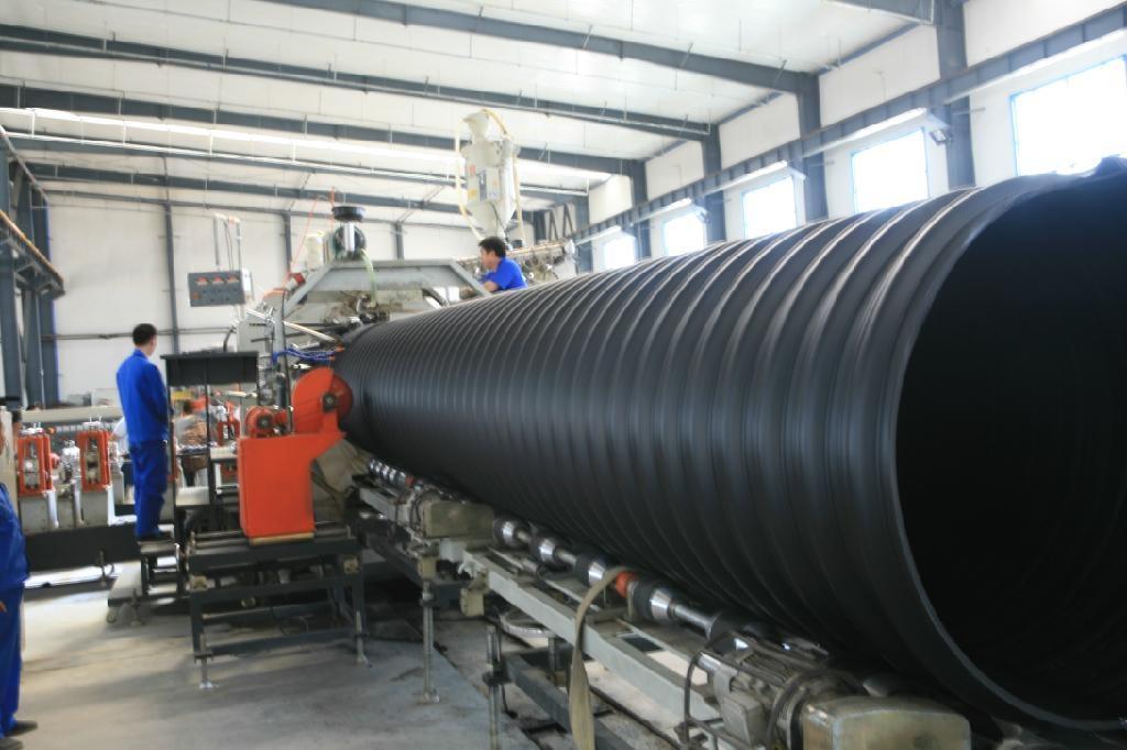 钢带增强螺旋波纹管生产图片